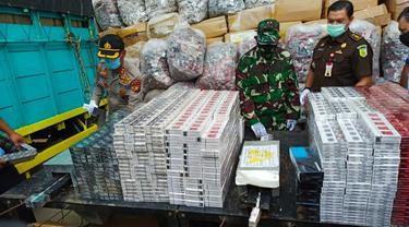 Bungkus rokok ilegal atau rokok tanpa cukai yang akan dimusnahkan Bea Cukai Riau.