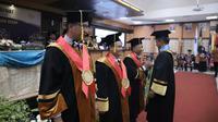 Pengukuhan Guru Besar Universitas Negeri Surabaya (Foto: Liputan6.com/Dian Kurniawan)