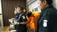 Polda Metro Jaya meringkus pemasok narkotika kepada artis Riza Shahab. (Merdeka.com/Ahda Bayhaqi)