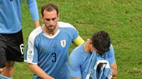 Ekspresi bintang Timnas Uruguay, Luis Suarez (kiri), setelah timnya kalah dari Peru pada perempat final Copa America 2019 di Fonte Nova Arena, Bahia, Minggu (30/6/2019). (AFP/Luis Acosta)