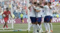 Para pemain Inggris merayakan gol yang dicetak Harry Kane ke gawang Panama pada laga grup G Piala Dunia di Stadion Nizhny Novgorod, Nizhny Novgorod, Minggu (24/6/2018). Inggris menang 6-1 atas Panama. (AP/Antonio Calanni)