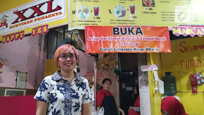 Linna sang pemilik Rumah Makan XXL menggunakan layanan GrabFood. (Liputan6.com/ Andina Librianty)