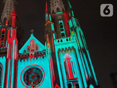 Saat Gereja Katedral Bermandikan Cahaya