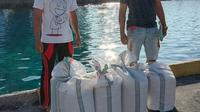 Barang bukti ratusan liter miras Cap Tikus itu kemudian diamankan dan dibawa ke Mapolres Kepulauan Talaud untuk diproses lebih lanjut.