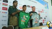 PSMS Medan resmi merilis jersey baru yang akan dipakai para pemain menghadapi sisa pertandingan Gojek Liga 1 bersama Bukalapak. (Bola.com/Ronald Seger)