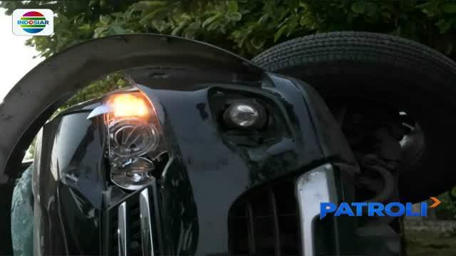 Warga di sekitar kejadian menceritakan, pengemudinya mobil melaju kencang lalu tiba-tiba terlihat lepas kendali dan akhirnya menabrak tiang listrik.