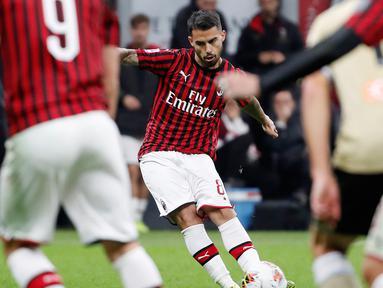 Pemain AC Milan Suso mencetak gol ke gawang SPAL pada pertandingan Liga Italia di Stadion San Siro, Milan, Italia, Kamis (31/10/2019). AC Milan menang 1-0 atas SPAL. (AP Photo/Antonio Calanni)