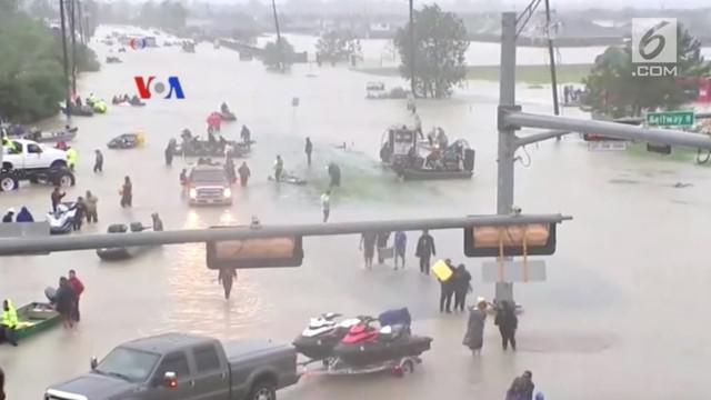 30 orang dinyatakan tewas akibat badai Harvey di negara bagian Texas dan masih banyak lainnya yang hilang. VOA