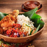Begini jadinya ketika orang Korea menyicipi masakan khas Indonesia. :D