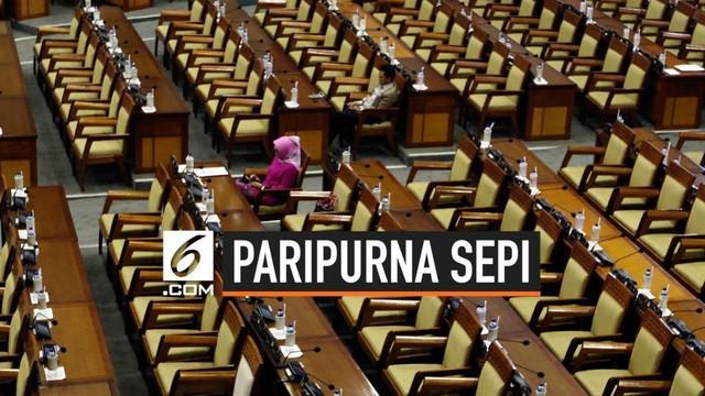 Barisan kursi kosong saat rapat paripurna ke-9 tahun 2019 di ruang sidang Paripurna Nusantara II, Kompleks DPR/MPR, Jakarta, pada Selasa (17/9). Rapat paripurna DPR hari ini mengagendakan pengesahan dua Rancangan Undang-undang (RUU) menjadi Undang-un...