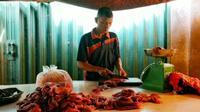 Salah satu penjual daging sapi segar di Pasar Pusat Pekanbaru. (Liputan6.com/M Syukur)