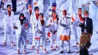 Rio Waida kenakan busana Payas Madya saat memimpin Indonesia dalam pembukaan Olimpiade Tokyo 2020 (dok.NOC.Indonesia)