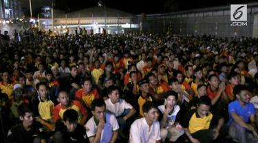 Nonton bareng piala dunia juga dilakukan di rumah tahanan, Rutan Depok, Jawa Barat. Sebanyak 1180 napi dan warga binaan berbaur menonton keseruan Piala Dunia yang dijuarai oleh Prancis