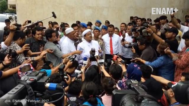 Penyidik Direktorat Reserse Kriminal Khusus Polda Metro Jaya terus mendalami kasus dugaan chat seks antara Firza Husein dan Rizieq Shihab. Sejumlah saksi pun juga telah diperiksa.