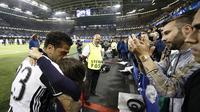 Reaksi Dani Alves usai Juventus kalah 1-4 dari Real Marid pada final Liga Champions 2016/2017. (ADRIAN DENNIS / AFP)