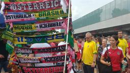 Suasana jelang laga persahabatan antara Austria melawan Brasil di sekitar Stadion Ernst Happel, Wina, Minggu (10/6/2018). Austria kalah 0-3 dari Brasil. (Bola.com/Reza Khomaini)