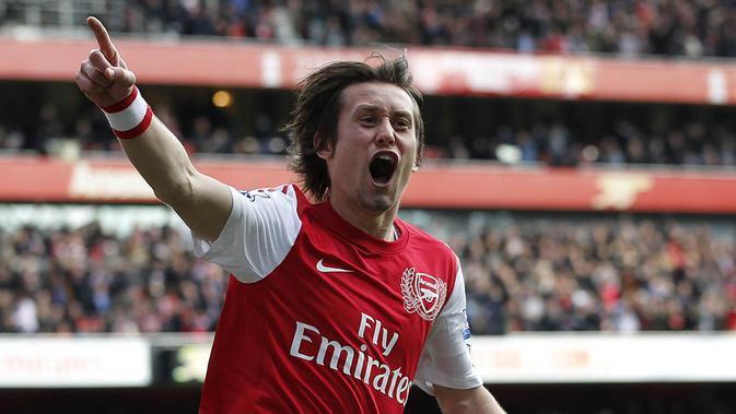 2. Tomas Rosicky (Arsenal), gelandang serang ini didatangkan dari Dortmund. Kemampuan Little Mozart yang luar biasa harus sirna akibat cedera yang menyelimutinya selama tiga bulan. (AFP/Ian Kington)