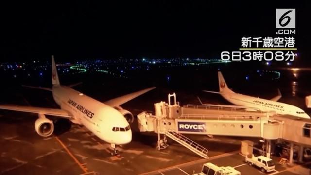 Beberapa pesawat pada sebuah bandara di Jepang bergoyang hebat saat gempa melanda negara tersebut.