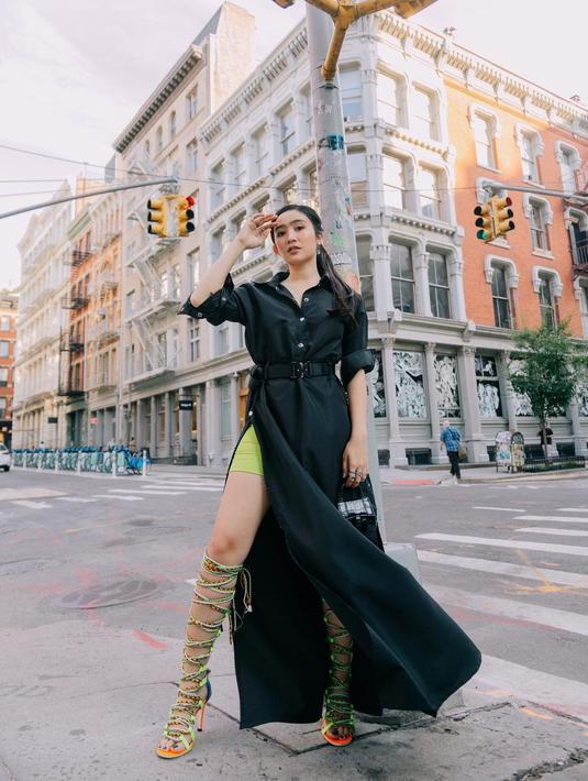 Febby tampak cantik dan elegan mengenakan fashion look dari Erigo x head to toe di New York Fashion Week/copyright instagram/febbyrastanty