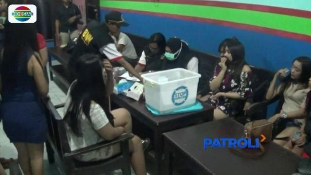 Jelang pergantian tahun baru, petugas gelar razia narkoba di tempat hiburan malam di Jakarta. Dalam razia tersebut, tujuh orang diamankan lantaran positif narkoba.