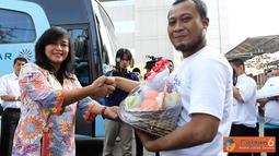 "Citizen6, Jakarta:  PT PLN (Persero) menggelar ""Mudik Asik Bareng PLN 2012"" bagi 1.600 tenaga outsourching atau cleaning service mitra kerja PLN, dan pedagang kaki lima di sekitar lingkungan PLN Kantor Pusat. (Pengirim: Agus Trimukti)"