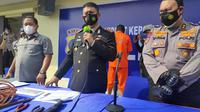 Direktur Polisi Air Polda Riau dalam konferensi pers pengungkapan perompakan kapal asing. (Liputan6.com/M Syukur)