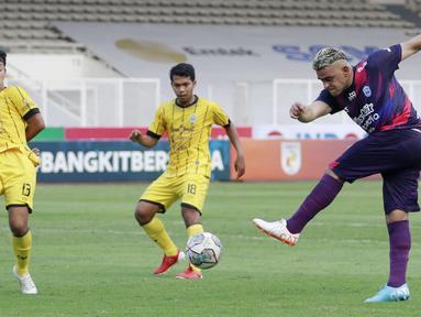 RANS Cilegon FC seharusnya kecewa karena gagal menumbangkan Perserang Serang. Sebab, Cristian Gonzales dan kawan-kawan tampil mendominasi dengan persentase penguasaan bola mencapai 66 persen. (Bola.com/M Iqbal Ichsan)