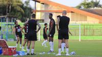 PSM Makassar kembali berlatih setelah liburan di Stadion Andi Mattalatta Mattoangin, Jumat (11/10/2019). (Bola.com/Abdi Satria)