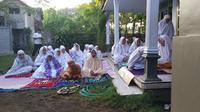 Muslim Aboge Baru Melaksanakan Salat Id pada Kamis 6 Juni 2019 Pagi (Liputan6.com/Dian Kurniawan)