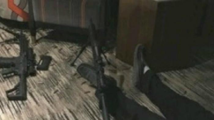 Kondisi kamar nomor 135 di lantai 32 Mandalay Bay Hotel yang digunakan pelaku penembakan Las Vegas. (Twitter/MikeToke)