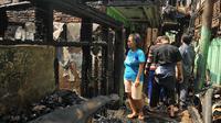 Warga korban kebakaran saat melihat kondisi rumah mereka yang hangus terbakar. (Liputan6.com/Gempur M Surya)