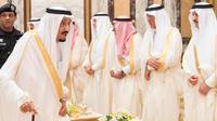 Raja Salman salat Idul Fitri di Masjidil Haram. (SPA)