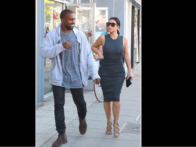 Kim Kardashian dan Kanye West tak pernah sepi dari sensasi pemberitaan, Amerika, (12/10/14). (Dailymail)