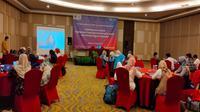 Mantan pekerja migran asal Cirebon dan Indramayu saat mengikuti pelatihan yang digelar Kominfo dan Kampus Unsoed. Foto (Liputan6.com / Panji Prayitno)