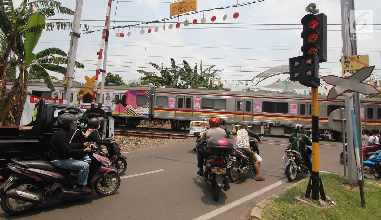 FOTO: Bahaya, Pintu Perlintasan Kereta Api Bintaro Tidak Berfungsi ...