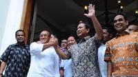 Ketua Umum Partai Golkar Aburizal Bakrie dengan Ketua Umum Partai Gerindra Prabowo Subianto (Liputan6.com/Andrian M. Tunay)
