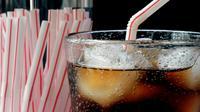 Suatu penelitian mengungkapkan bahwa asupan 330 mg kafein—setara dengan 4 cangkir kopi—mengarah kepada pengeroposan tulang.