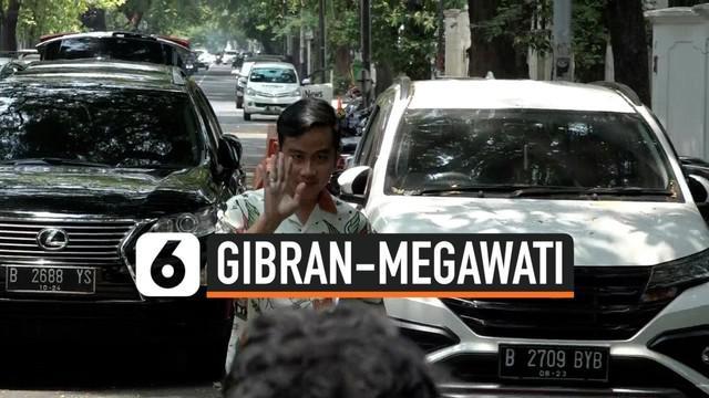 Putra Presiden Jokowi, Gibran Rakabuming mengunjungi Ketum PDI Perjuangan Megawati Soekarnoputri di Jakarta. Gibran membahas tentang pencalonan dirinya di Pilwalkot Solo 2020.