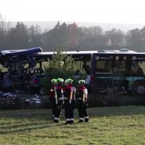 Kecelakaan yang melibatkan 2 bus terjadi di Jerman. Akibatnya 40 orang terluka diantaranya orang dewasa dan anak sekolah.