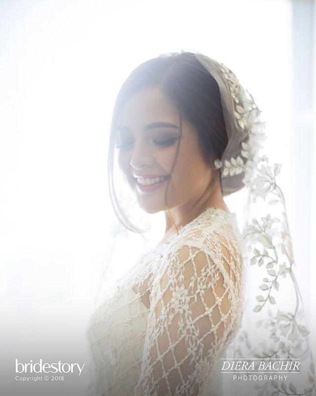Momen pernikahan antara Tasya dan Randi sendiri digelar di Ritz Carlton, Kuningan, Jakarta Selatan. Senyuman bahagia pun terus menghiasi wajah cantik Tasya dan sempat tertangkap kamera fotografer pernikahan ini yaitu Diera Bachir./Copyright instagram.com/dierabachir