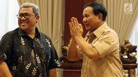Ketua Umum dan Ketua Dewan Pembina Partai Gerindra Prabowo Subianto  berbincang Gubernur Jawa Barat Ahmad Heryawan saat melakukan pertemuan di Jakarta, Kamis (1/3). (Liputan6.com/Johan Tallo)