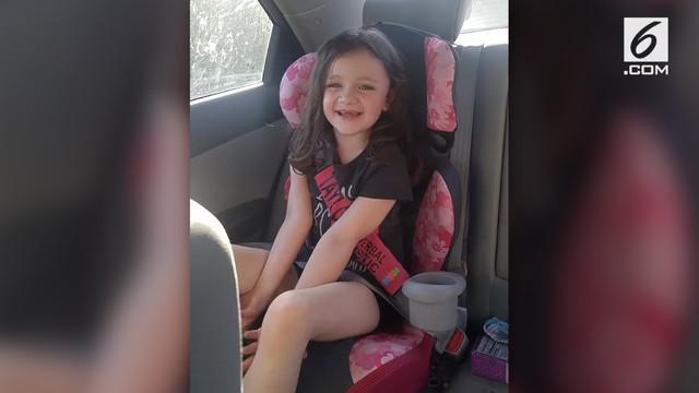 Seorang ibu menangis haru ketika anak perempuannya yang juga penyandan autis akhirnya bicara untuk pertama kali.