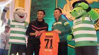 Kiper Timnas Indonesia U-16, Ernando Ari Sutaryadi, menatap masa depan di Persebaya. (Bola.com/Aditya Wany)