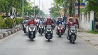 Gaya Menhub Budi Karya Naik Motor untuk Kampanye 'Safety Riding' (Liputan6.com/BKIP Kemenhub)