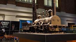 Kereta dari cokelat dalam pameran Choco Loco di Train World Museum (Museum Dunia Kereta) yang berada di Brussel, Belgia (15/12/2020). Choco Loco adalah sebuah pameran yang menampilkan berbagai patung dari cokelat bertema kereta api. (Xinhua/Zheng Huansong)
