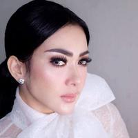 Syahrini  [Instagram/@princessyahrini)