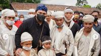 Menteri BUMN Erick Thohir mengunjungi desa Kanekes, Baduy. Bercengkerama hingga disematkan gelar Dulur Baduy.