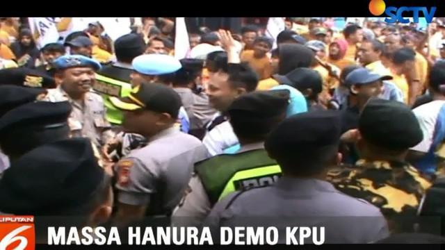 Kericuhan berhasil diredam setelah perwakilan aksi diperbolehkan masuk untuk menemui perwakilan KPU RI.