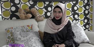 Empat tahun menikah, rumah tangga Zaskia Sungkar dan Irwansyah belum juga dianugerhi anak. Ramadan tahun ini, kehamilan menjadi doa Zaskia Sungkar.