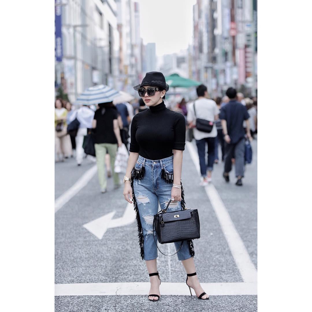 Casual style ala Syahrini. (sumber foto: @princessyahrini/instagram)
